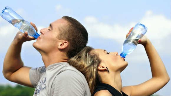 benefícios de beber água nos treinos