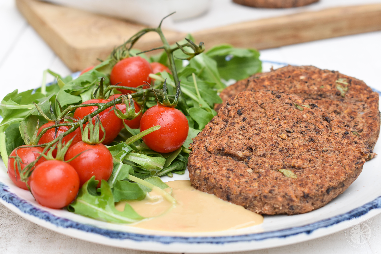 receita hambúrgueres vegetarianos feijão-preto