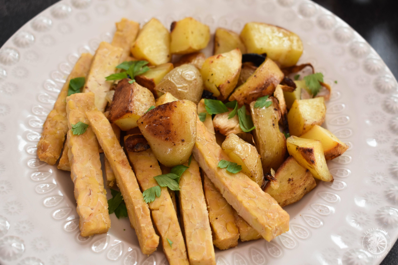 receita de cebolada de tempeh e batatas rústicas