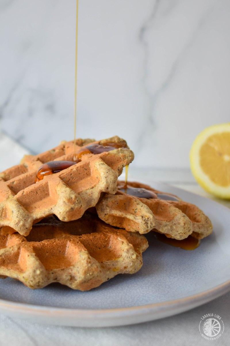 Waffles vegan de limão e chia