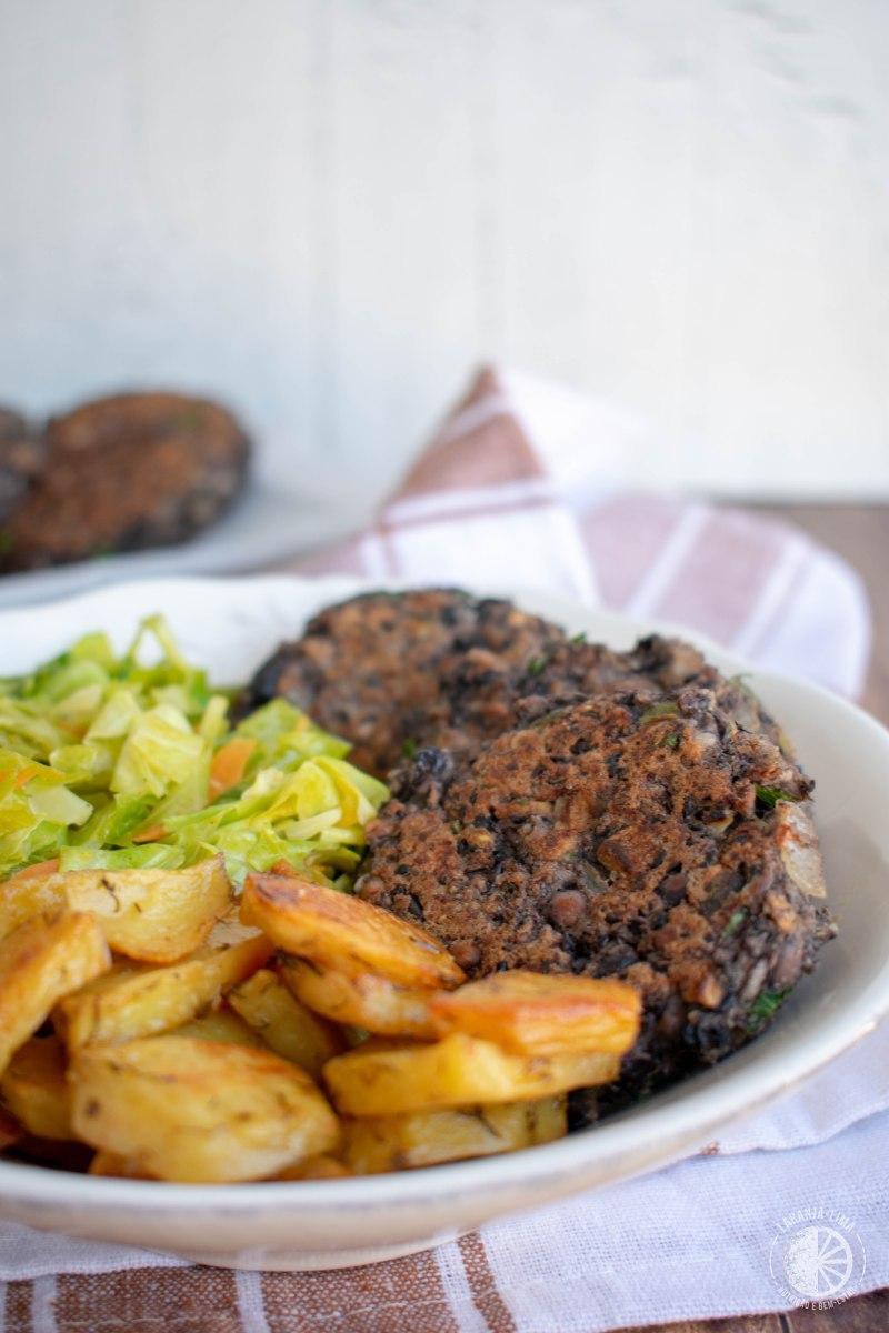 Hambúrgueres de feijão-preto e cogumelos