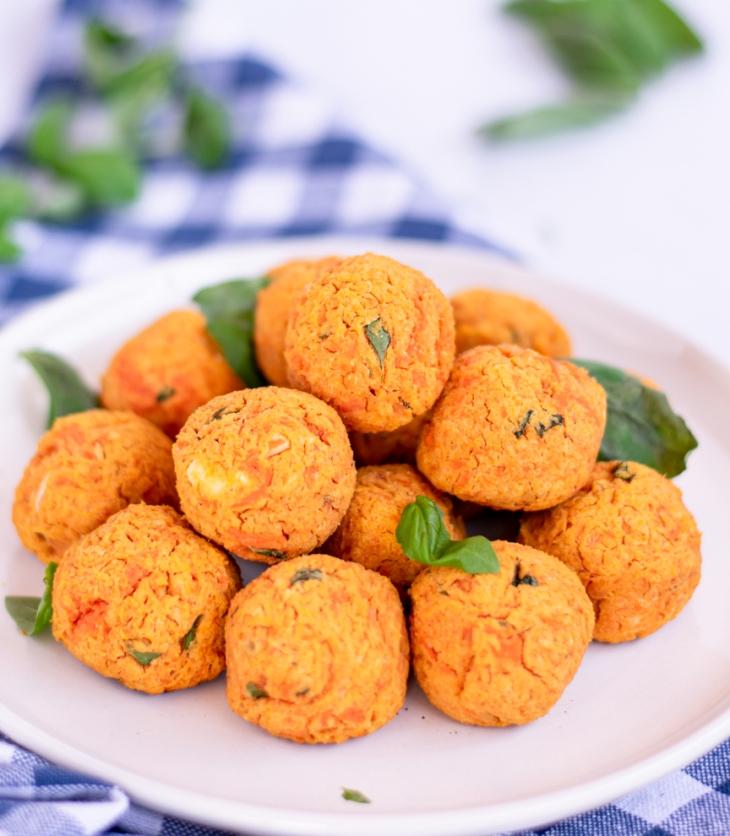 receita saborosa de bolinhos de batata-doce e grão